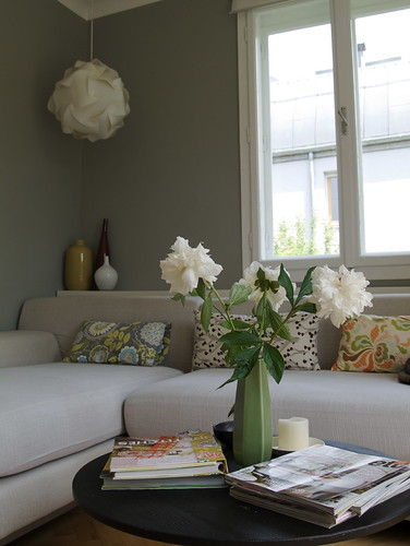 Grey living room it was time for a change and i love for Decoration petit jardin maison