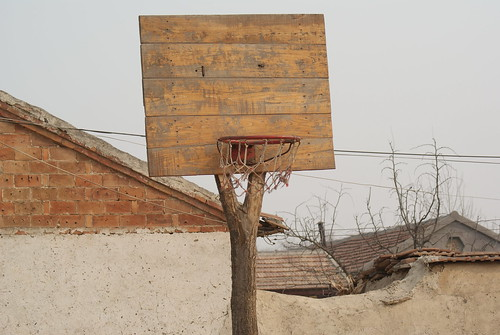 chinese farmers play basketball with this | by 速度加味精