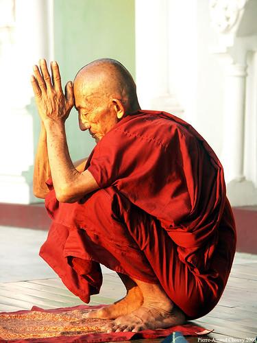 Praying monk, Burma | Praying, Shwedagon Paya, Rangoon ...