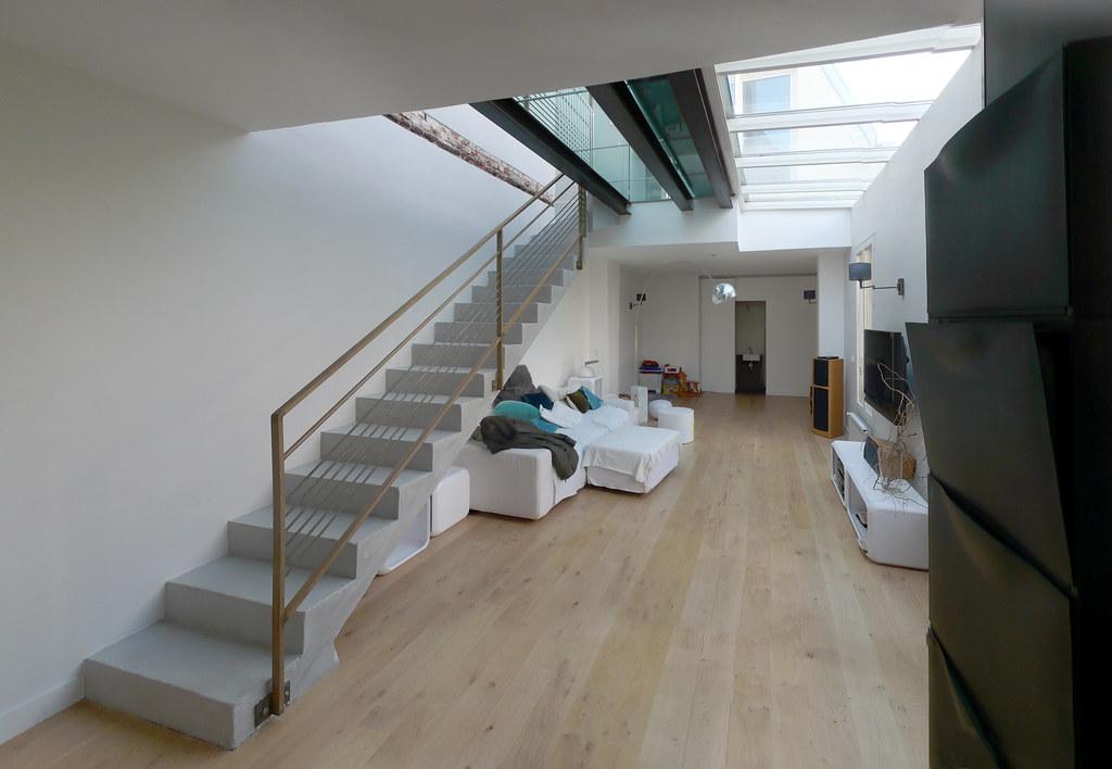 escalier droit en béton sur séjour   Bob Castle   Flickr