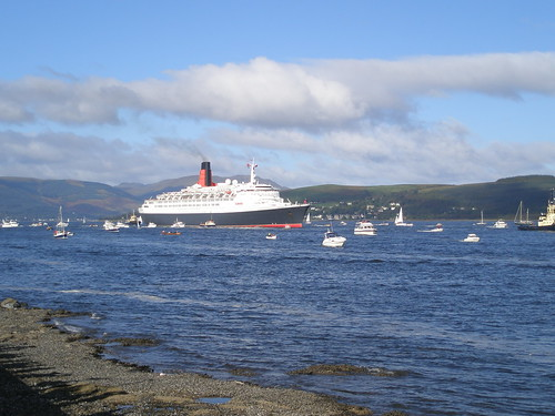 The QE2's last trip on the Clyde | by I like