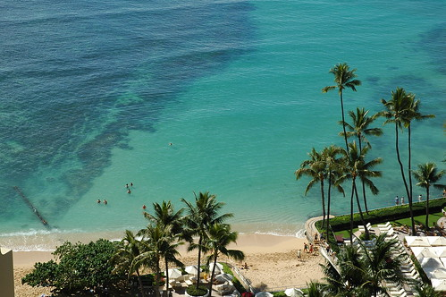 Waikiki Beach near the Halekulani Hotel | by maki
