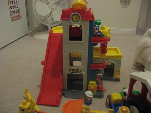 Fisher price little people racin ramps garage tower playse - Fisher price little people racin ramps garage ...