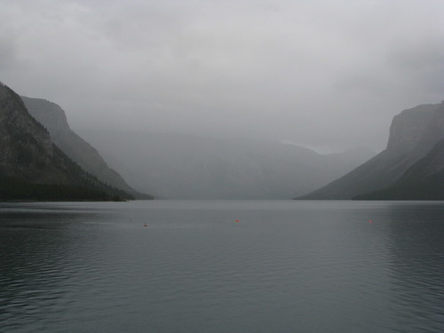 how to get to lake minnewanka