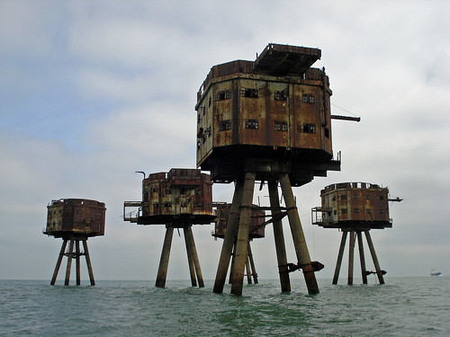 Shivering Sands sea forts | by diamond geezer