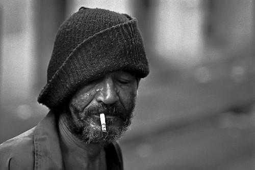 HOMBRE Y CIGARRILLO | by Samy Collazo