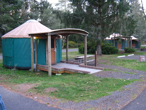 Fort stevens yurt village fort stevens state park along for Oregon state parks yurts and cabins