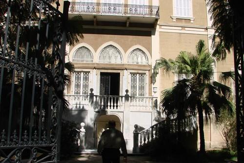 Villa sursock lungo la via dove ha sede il museo nicolas for Dove ha sede il parlamento