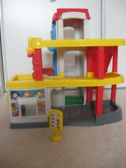 Sold fisher price little people racin ramps garage tower - Fisher price little people racin ramps garage ...