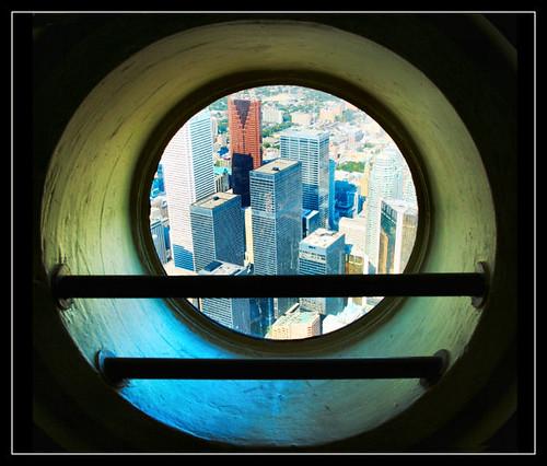 l 39 oeil de boeuf de la tour du cn oeil de boeuf ds la tour flickr. Black Bedroom Furniture Sets. Home Design Ideas