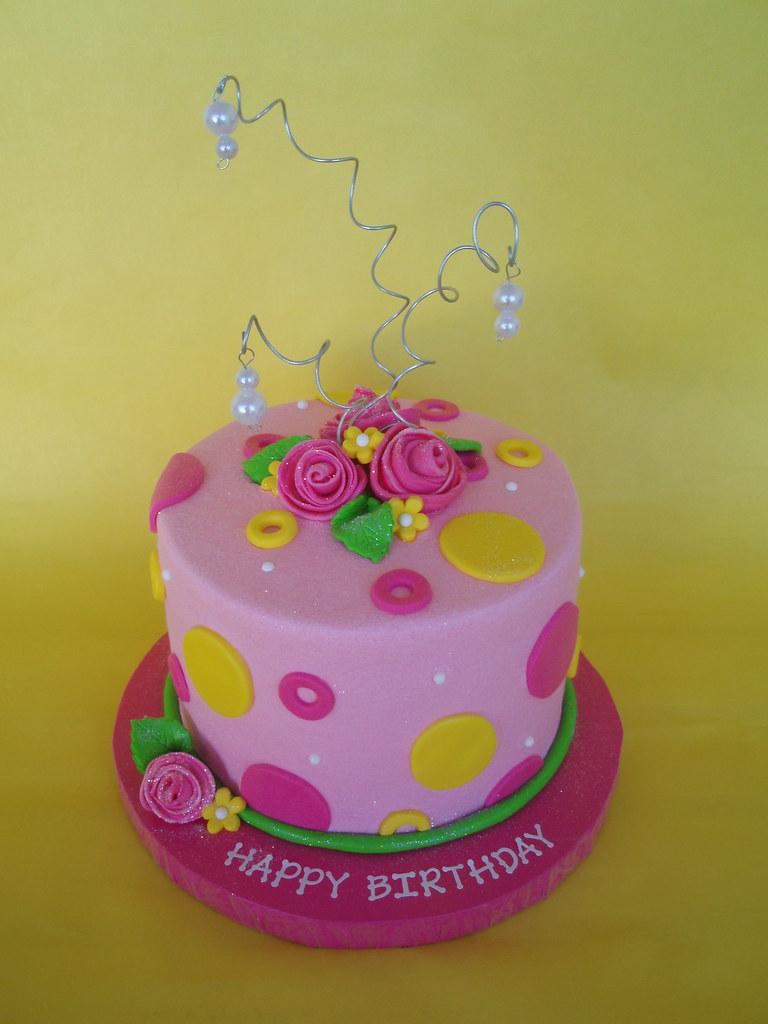 Feminine Birthday Cake Simple But Beautiful Feminine Birth Flickr
