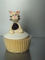 White Cat Cupcake | by clevercupcakes