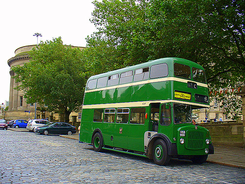 how to get from manchester to liverpool by bus