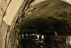 Paris le tunnel du Métro depuis la station Saint-Fargeau