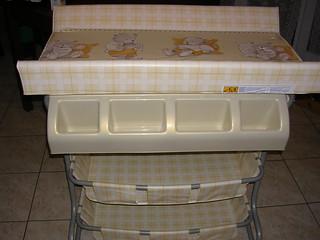 Table à langer avec baignoire incorporée : 40 euros