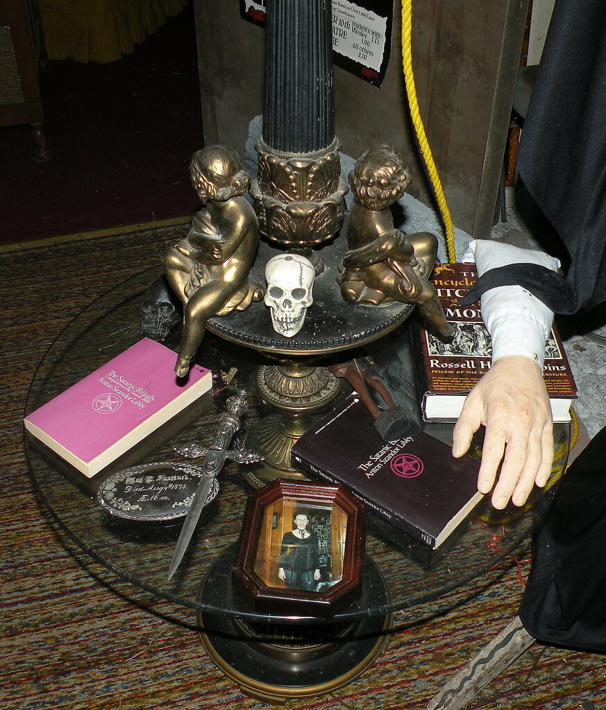 The Warren's Occult Museum , all hollows' eve 2008 sleep o…   Flickr