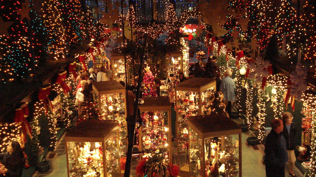 christmas shop in qubec city by bencap2