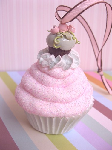 shabby cupcake ornament | by Pinks & Needles (used to be Gigi & Big Red)