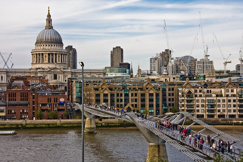 Bridge To St Pauls | St Pauls Cathedral and the Millennium ...