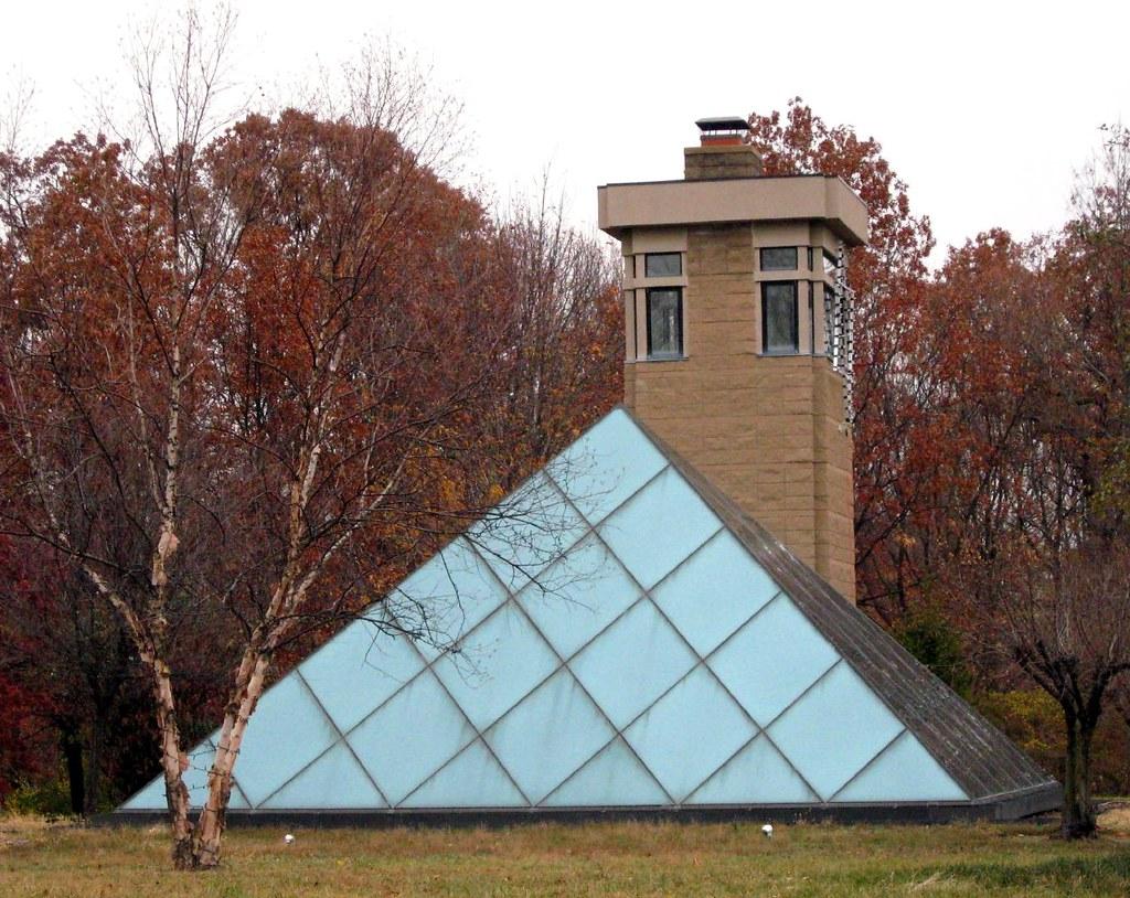 Pyramid Houses Pyramid Hill Home Of Harry Wilks Ohiomagcom Me2 Dirmodas Flickr