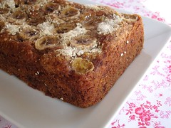Banana, chocolate and oatmeal tea bread / Bolo de banana, aveia e chocolate | by Patricia Scarpin