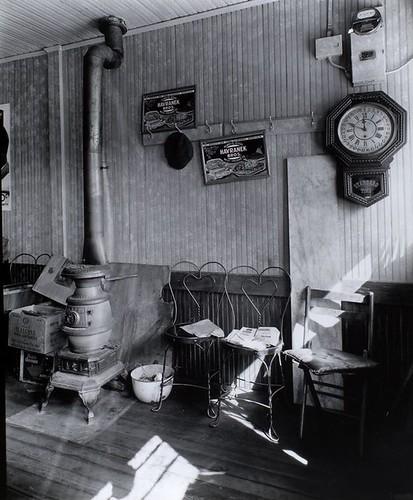 Country Store: Interior, Ewen Avenue, Spuyten Duyvil, Bron
