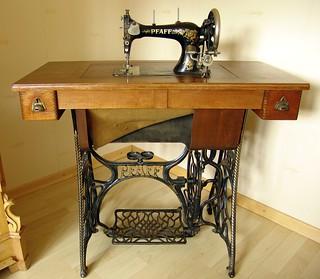 antike pfaff n hmaschine verwendet auf ka mpus. Black Bedroom Furniture Sets. Home Design Ideas