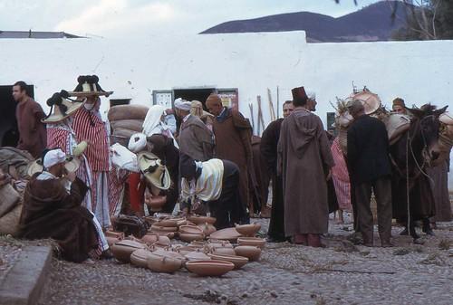 souk et tleta de oued laou rif maroc 1975 marchand de