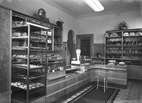 Interieur winkel bakkerij j den otter in vught de for Interieur winkel