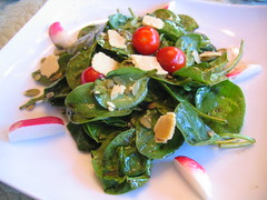 spinach salad with radishes and pumpkin seeds | by tofu666