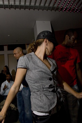 Dancing girls and house music osunlade at lumen chicag for House music girls
