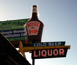 bottle shop neon sign | by Exquisitely Bored in Nacogdoches