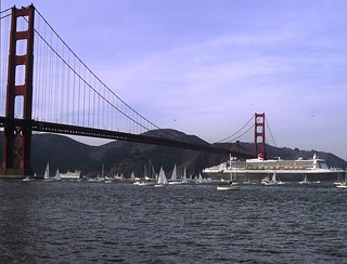 Queen Mary 2 passing under the Golden Gate Bridge | by SonomaPicMan