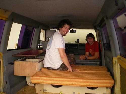 vw bus ausbau boden bank und schrank sind drin maika. Black Bedroom Furniture Sets. Home Design Ideas
