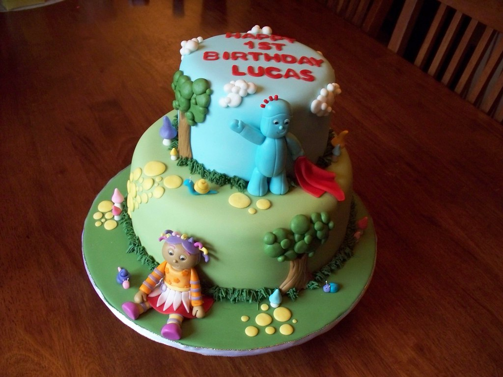 In the Night Garden cake | Both tiers are vanilla cake fille… | Flickr