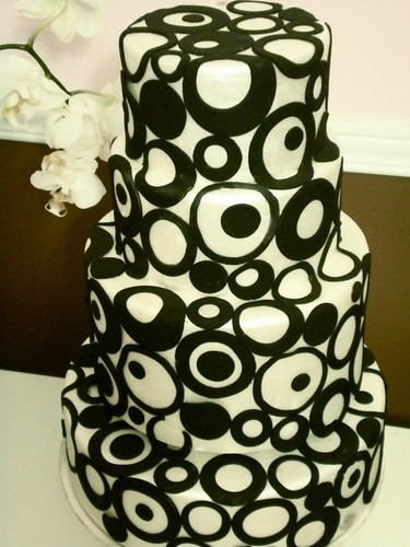 Black and White Retro | by The Wedding Cake Shoppe