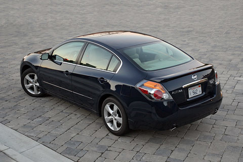 Lovely ... 2008 Nissan Altima 3.5 SE | By JDPower.com Photography