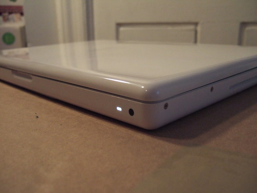 "White 13"" Apple Macbook 2.4 GHz, 10/31/08 - 18 of 63 