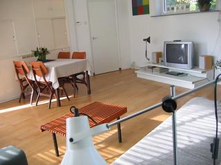 Eettafel In Woonkamer : Woonkamer bungalow met eettafel en tv vakantiehuisinzierikzee