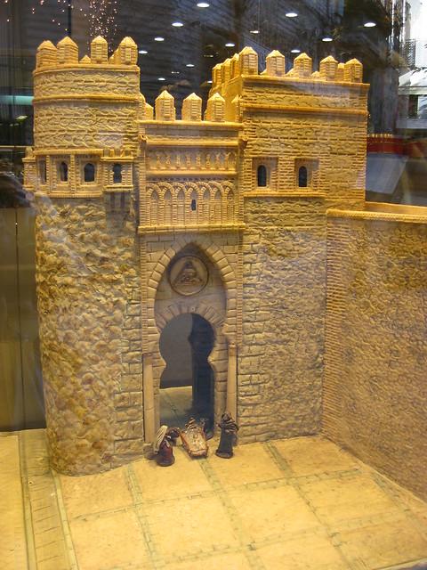 Puerta del Sol de Toledo hecha en mazapán