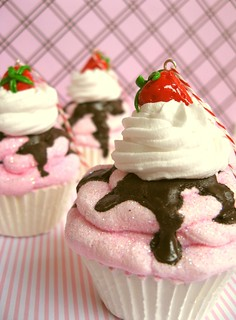 strawberry chocolate cupcake ornaments | by Pinks & Needles (used to be Gigi & Big Red)