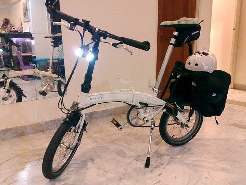 Dahon Curve D3 with Panniers | by mr brown