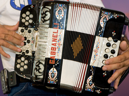squeeze box | by pixelmasseuse