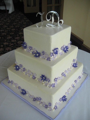 square wedding cakes purple flowers purple flowers wedding cake boy do i icing square 20409