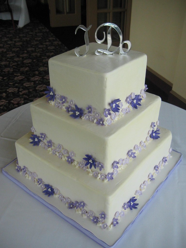 Purple Flowers Wedding Cake Boy Do I Hate Icing Square Cak Flickr
