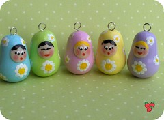 Matryoshke in fimo colori pastello e margherite dipinte - Fimo pastel colours Matryoshkas charm with handpainted daisies, polymer clay | by *Merylu*  PetiteFraise