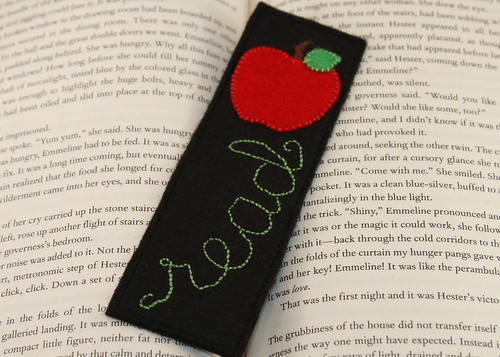 Don't Forget to Read - Apple Felt Bookmark | by ha! designs
