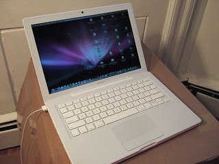 "White 13"" Apple Macbook 2.4 GHz, 10/31/08 - 1 of 63 