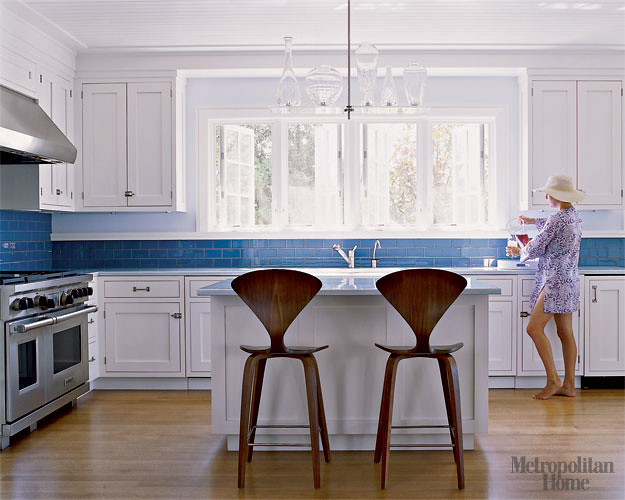 Bon ... Perfect Blue + White Kitchen: White Cabinets, Blue Tile, Norman Cherner  Stools |