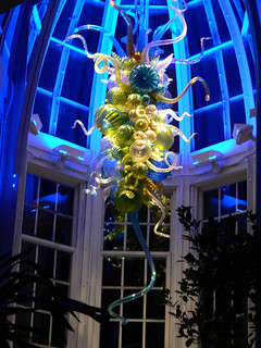 "Dale Chihuly ""glass chandelier"" installation at the Franklin Park Conservatory 